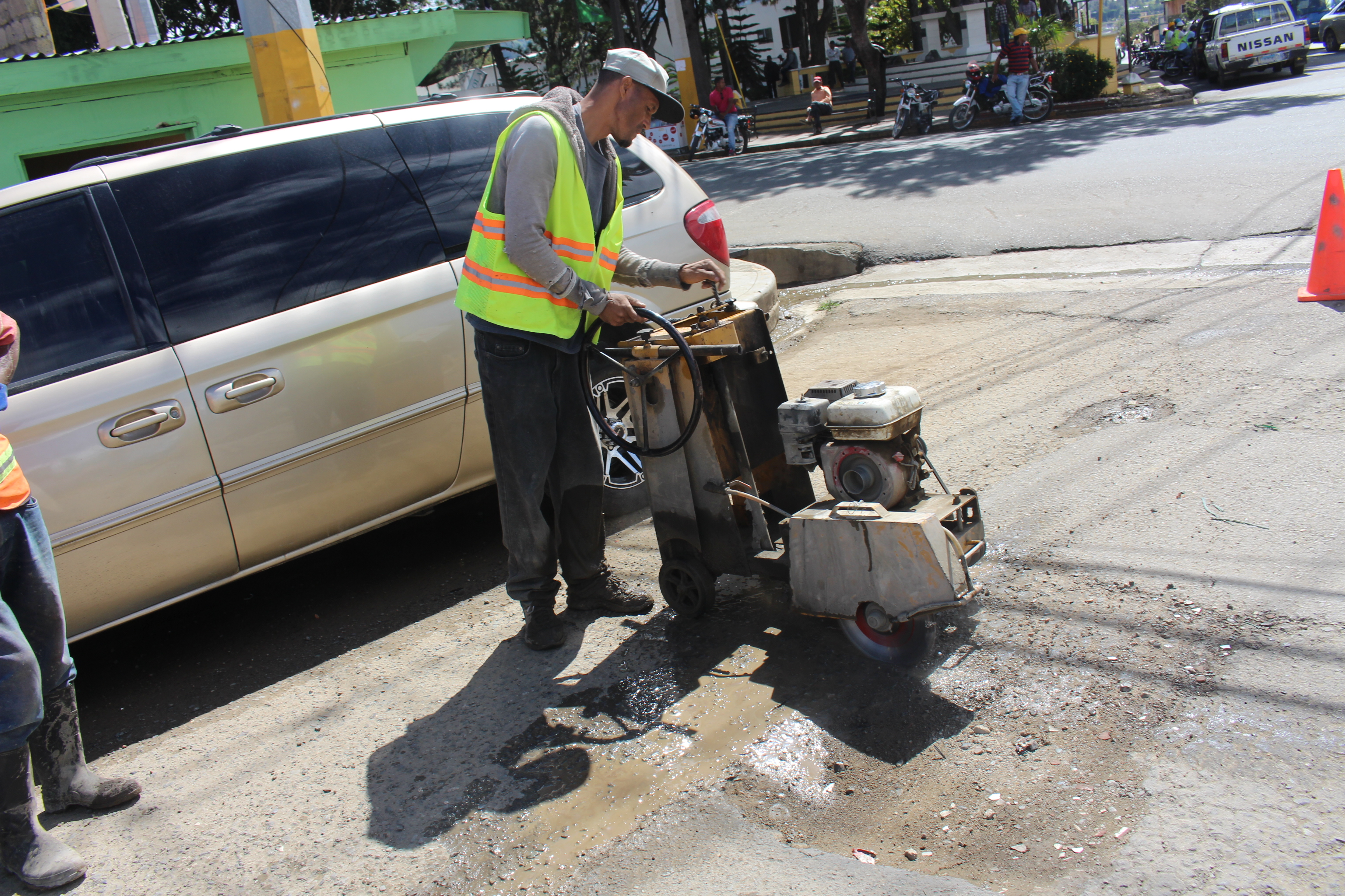 Comienzan los trabajos para bacheos de calles de Constanza