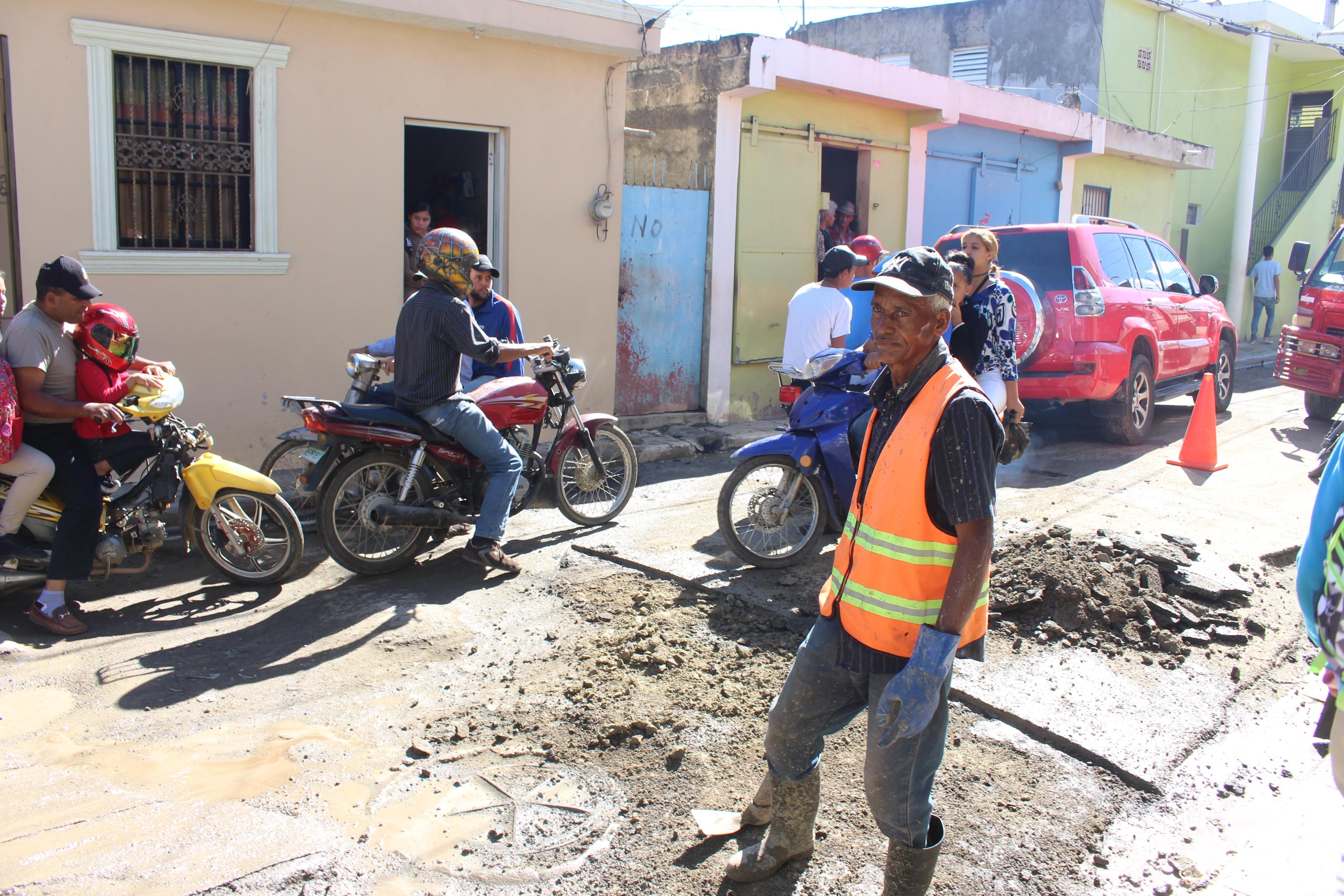 Continúan labores para rehabilitación de calles de la ciudad.