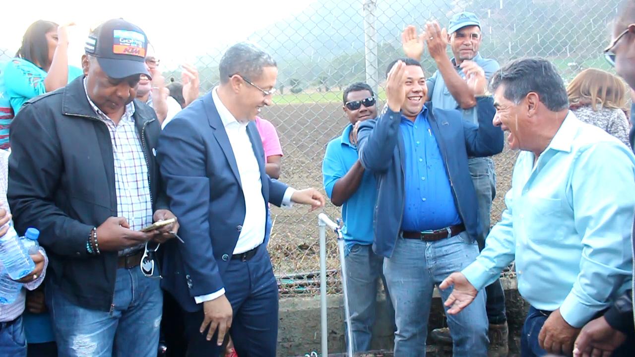 Inauguran conexión de agua a comunidades La Luisa y Los Envasadores